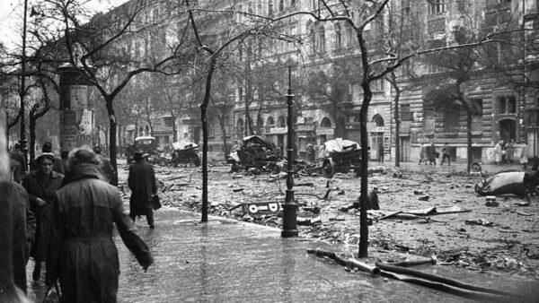 November 4-ei nemzeti gyásznapon az 1956-os forradalom áldozataira emlékezünk